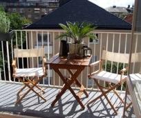Складная мебель на открытом балконе