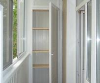Распашной шкаф на балконе