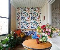 Оформление балкона в ярких красках