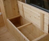Деревянный ящик для балкона