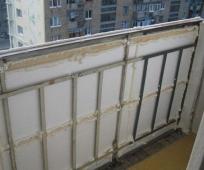 Утепленный пенопластом парапет балкона